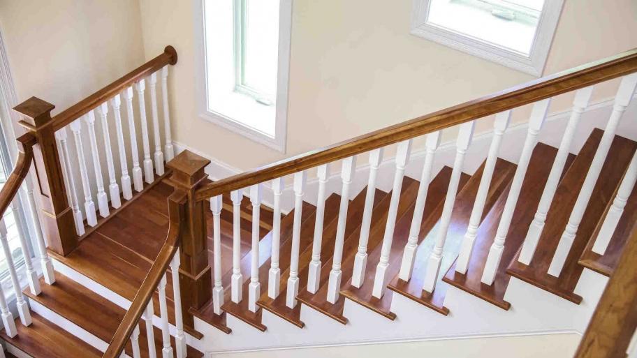 renowacja schodów drewnianych